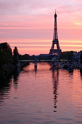 eiffel_tower_seine_sunset